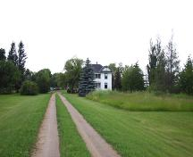 Contextual view, from the south, of the Drysdale House, Neepawa area, 2004; Historic Resources Branch, Manitoba Culture, Heritage and Tourism, 2004