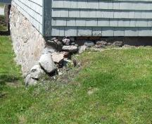 Stone rubble foundation, Coyle House, Shelburne, Nova Scotia, 2007. ; Heritage Division, NS Dept. of Tourism, Culture and Heritage, 2007.