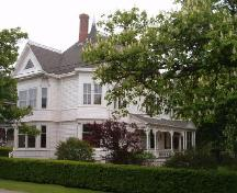 Front and north elevation, Augustus Cann Estate, Yarmouth, Nova Scotia, 2004. ; Heritage Division, NS Dept. of Tourism, Culture and Heritage, 2004.