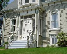Charles Smith House, Old Town Lunenburg, front entrance detail, 2004; Heritage Division, NS Dept. of Tourism, Culture and Heritge