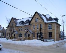 Primary elevation, from the southeast, of Lorne Terrace, Brandon, 2005; Historic Resources Branch, Manitoba Culture, Heritage and Tourism, 2005
