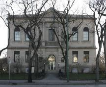 View, from the north, of the front elevation of the Carnegie Library, Winnipeg, 2004; Historic Resources Branch, Manitoba Culture, Heritage and Tourism, 2004