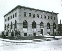Corner view of Atwater Library of the Mechanics' Institute of Montréal, showing façades facing the roads, 1920.; Mechanics' Institute of Montréal Archives/Archives du Mechanics' Institute of Montréal, 1920.