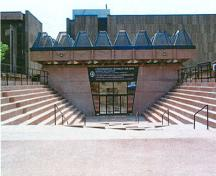 Memorial entrance of Confederation Centre of the Arts, 2002.; Agence Parcs Canada/Parks Canada Agency, G. Charrois, 2002.