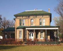 Primary elevation, from the south, of the Villa Louise, Brandon, 2005; Historic Resources Branch, Manitoba Culture, Heritage and Tourism, 2005
