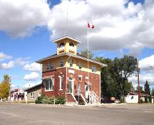 Contextual view, from the south southwest, of the Pipestone Municipal Building, Pipestone, 2005; Historic Resources Branch, Manitoba Culture, Heritage and Tourism, 2005