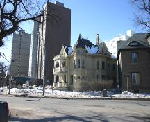 Contextual view, from the northeast, of the Benard House, Winnipeg, 2006; Historic Resources Branch, Manitoba Culture, Heritage and Tourism, 2006