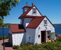 Rear perspective, Fort Point Lighthouse, Liverpool, 2004; Heritage Division, Nova Scotia Department of Tourism, Culture and Heritage, 2004