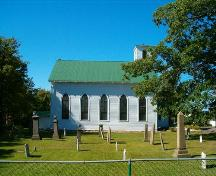 South elevation and cemetery, St. Matthew's Presbyterian Church, Wallace, Nova Scotia, 2005.; Heritage Division, NS Dept. of Tourism, Culture and Heritage, 2005.