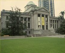 Corner view of the Former Vancouver Law Courts, showing one of the two massive granite stair entrances, 1991.; Parks Canada Agency/ Agence Parcs Canada, 1991.