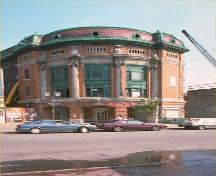 Corner view of the Capitol Theatre, showing the front elevation and a side, 1991.; Parks Canada Agency/ Agence Parcs Canada, 1991.