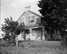 View showing the original Regency verandah in dilapidated state - 1925; Meredith Colborne Powell, [photograph], 1925, PA-026835 Library and Archives Canada