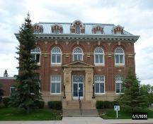 View of the main entrance of the Battleford Court House, 2003.; Parks Canada Agency/ Agence Parcs Canada, 2003.