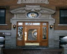 Entrance detail of the Rothesay Apartments, Winnipeg, 2006; Historic Resources Branch, Manitoba Culture, Heritage and Tourism, 2006