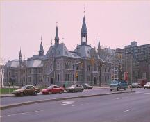 Corner view of the Former Ottawa Teachers' College, showing the façade with the main entrance facing Elgin Street and a side, 1993.; Parks Canada Agency/ Agence Parcs Canada, 1993.