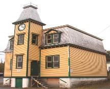 Exterior photo, main facade, Old Carbonear Post Office, prior to restoration.; Heritage Foundation of Newfoundland and Labrador