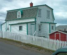 View of side and rear facades, William Pardy House, Bonavista. Photo taken 2007.; HFNL 2007