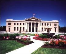 View of main (south) façade of station showing landscaped grounds along Murray Street – c. 2000; liunastation.com, 2001