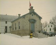 Corner view of the Wolfe Island Township Hall, showing the front and side elevations, 1991.; Parks Canada Agency / Agence Parcs Canada, 1991.