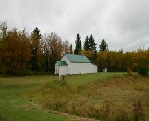 Contextual view, from the northeast, of Cromarty School, Roblin area, 2007; Historic Resources Branch, Manitoba Culture, Heritage, Tourism and Sport, 2007