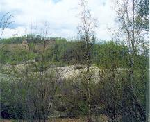 General view of a part of the Discovery Claim (Claim 37903) National Historic Site of Canada, showing former mining activity, 1998.; Agence Parcs Canada/Parks Canada Agency, John Gould, 1998.