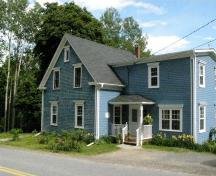 Croft Road elevation, Manuels Inn, Chester Basin, Nova Scotia, 2007.; Heritage Division, Nova Scotia Department of Heritage, Tourism and Culture, 2007.