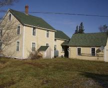 Rear elevation showing garage with breezeway, Mrs. Josephine Coffin House, Coffinscroft, NS, 2007.; Department of Tourism,Culture and Heritage Province of Nova Scotia 2007