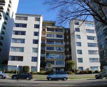 Exterior view of the Beach Town House Apartments; City of Vancouver, Julie MacDonald, 2006