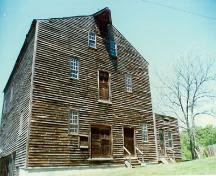 Façade of the east side of the Backhouse Grist Mill, 1998.; Parks Canada Agency/ Agence Parcs Canada, Ken Elder, 1998.