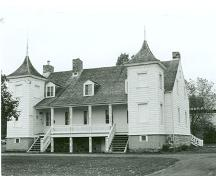 Corner view of the Étienne-Paschal Taché House, showing the main façade, 1989.; Parks Canada Agency / Agence Parcs Canada, 1989.