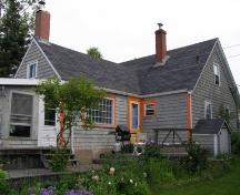 Rear elevation, David Nauss House, Haddon Hill, Chester, Nova Scotia, 2007.; Heritage Division, Nova Scotia Department of Tourism, Culture and Heritage, 2007.