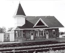 General view of the VIA Rail/Canadian National Railways Station, showing a façade, 1993.; A. M. de Fort-Menares, 1993.