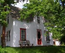 Front elevation, Calvin Eisnor Home, Chester Basin, Nova Scotia, 2007.; Heritage Division, Nova Scotia Department of Tourism, Culture and Heritage, 2007.