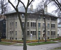 Primary elevation, from the northeast, of the Wardlow Apartments, Winnipeg, 2006; Historic Resources Branch, Manitoba Culture, Heritage and Tourism, 2006