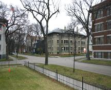 Contextual view, from the northeast, of the Wardlow Apartments, Winnipeg, 2006; Historic Resources Branch, Manitoba Culture, Heritage and Tourism, 2006