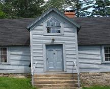 Projecting cross gable and main entrance, Gorman House, Chester, Nova Scotia, 2007.; Heritage Division, Nova Scotia Department of Tourism, Culture and Heritage, 2007.
