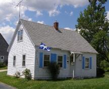 Front and side elevations, Corkum-Bezanson Home, Chester Basin, Nova Scotia, 2007.; Heritage Division, Nova Scotia Department of Tourism, Culture and Heritage, 2007.