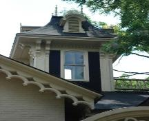 Featured is the Italianate cupola with mansard roof and paired corner brackets.; Martina Braunstein, 2007.