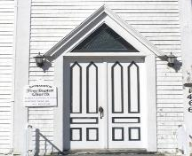 Detail of the main entrance of the Raynardton Free Baptist Church, Raynardton, Yarmouth County, NS, 2008.; Heritage Division, NS Dept. of Tourism, Culture and Heritage, 2008