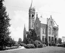 View of the London Normal School featuring the historic landscaping details – ca.1900-1925; Library and Archives Canada. PA-031803. Albertype Company fonds.