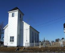 Front elevation and cemetery, Chapel Hill Museum, Shag Harbour, NS, 2008.; Department of Tourism, Culture and Heritage, Province of Nova Scotia, 2008