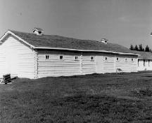 General view of the Stable, Building 6, 1972.; Agence Parcs Canada / Parks Canada Agency, 1972.