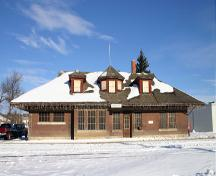 Primary elevation, from the south, of the Minnedosa Canadian Pacific Railway Station, Minnedosa, 2006; Historic Resources Branch, Manitoba Culture, Heritage and Tourism, 2006