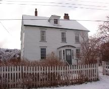 Exterior view of front facade, Bartlett/Burke House (Brigus, NL) in winter, December 2004.; HFNL 2004
