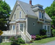 William Godley House, Old Town Lunenburg, Kempt Street elevation, 2004; Heritage Division, Nova Scotia Department of Tourism, Culture & Heritage, 2004
