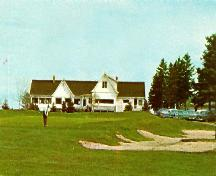 Photo de l'un des deux pavillons du club de golf après la reconstruction de 1969.; City of Edmundston