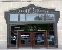 Main entrance of the Greater Winnipeg Gas Company Building, Winnipeg, 2006; Historic Resources Branch, Manitoba Culture, Heritage, Tourism and Sport, 2006