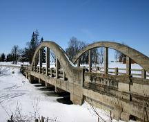 View of the arched bowstrings from the northeast of the Piney Road Bridge crossing the Seine River near Ste. Anne, 2005; Historic Resources Branch, Manitoba Culture, Heritage, Tourism and Sport, 2005