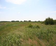 Contextual view of the St. Ambroise Dakota Entrenchment, St. Ambroise area, 2005, with the taller grass line marking the location of the entrenchment.; Historic Resources Branch, Manitoba Culture, Heritage, Tourism and Sport, 2005