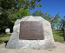 Primary view, from the south, of the granite stone and plaque that mark the Thompson Family Rest Site, Shoal Lake, 2007; Historic Resources Branch, Manitoba Culture, Heritage, Tourism and Sport, 2007